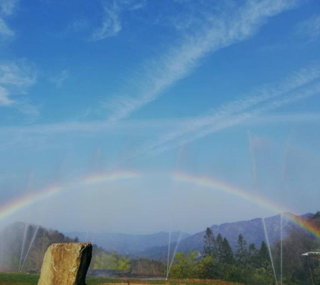 彩虹惊艳白马尖